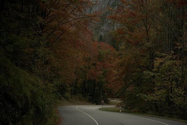 弯曲的山路